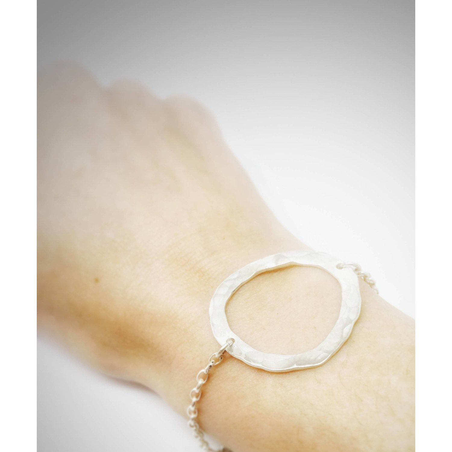 Hammered circle bracelet